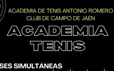 Clases simultáneas de tenis para padres e hijos